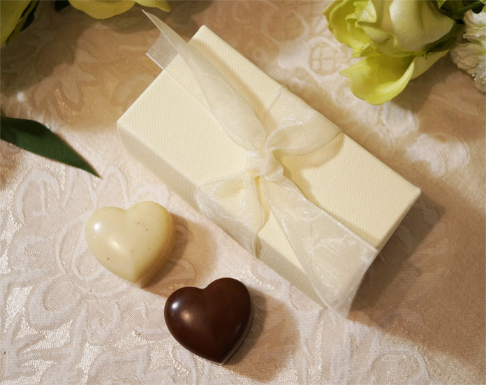 Cocoafeliz ivory ballotin favour box with luxury organic champagne truffles